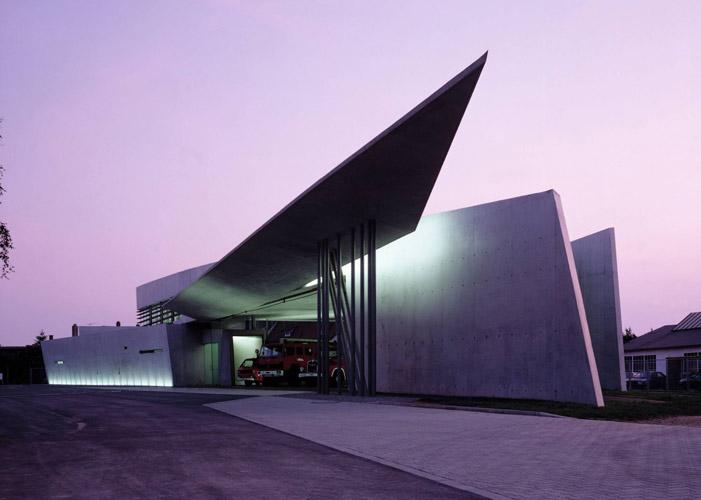 vitra fire station - نورپردازی معماری زاها حدید
