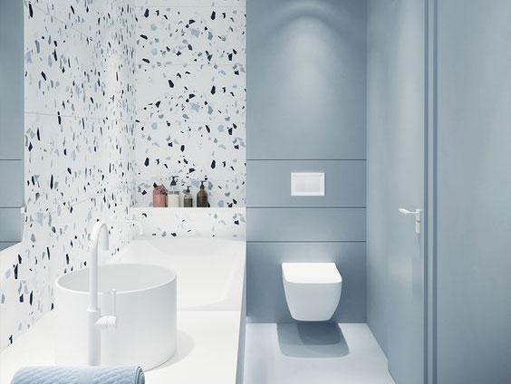 رنگ کردن دیوارهای حمام