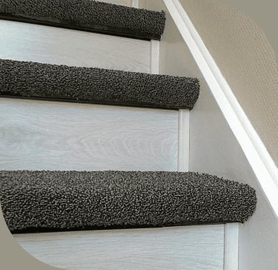 پله در راه پله باید دو تکه مجزا موکت پوش در آن پهن شود