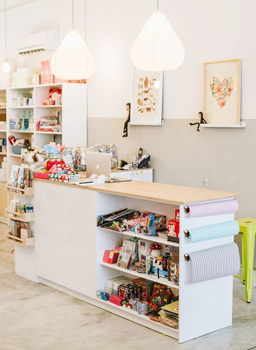 small shopping store 4 - طراحی کم هزینه برای مغازه های کوچک