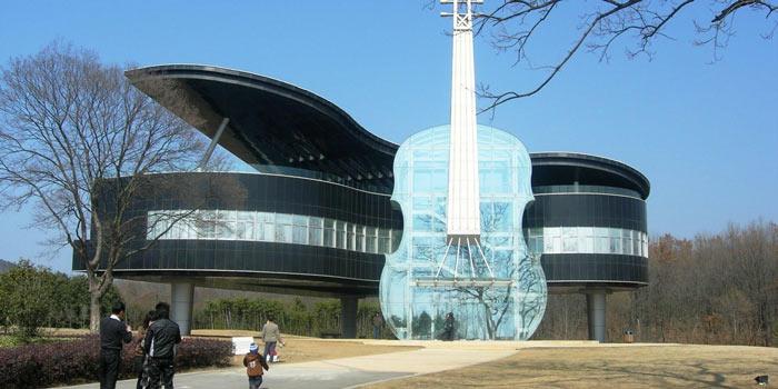 Architectural guitar - تقلید در معماری
