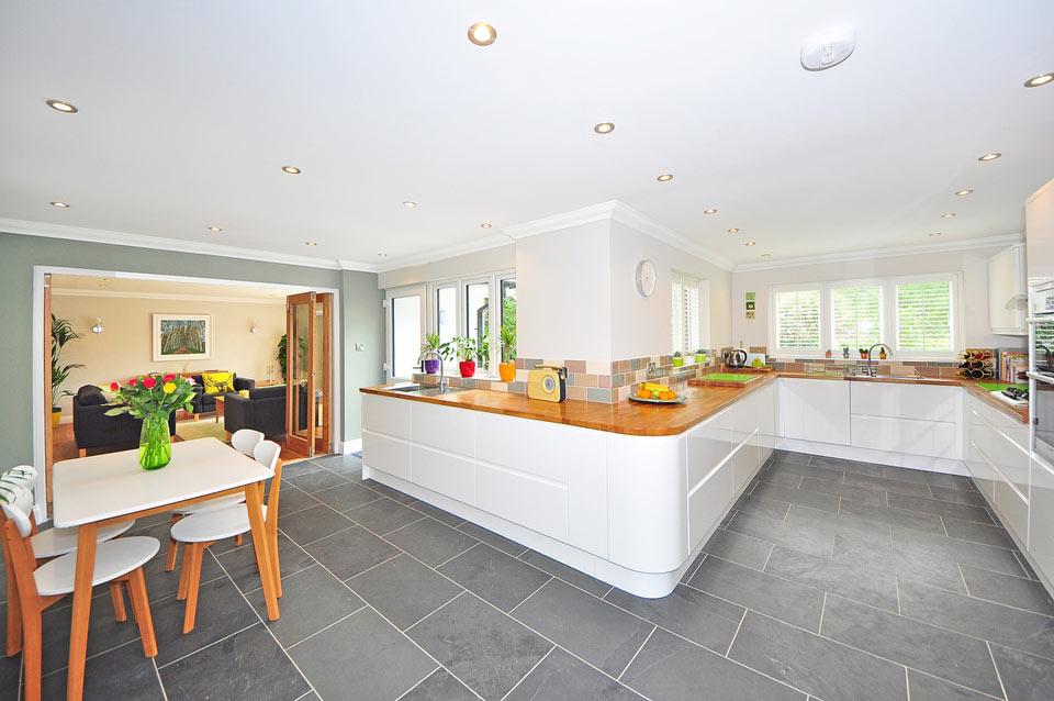 bright kitchen - اصول طراحی آشپزخانه