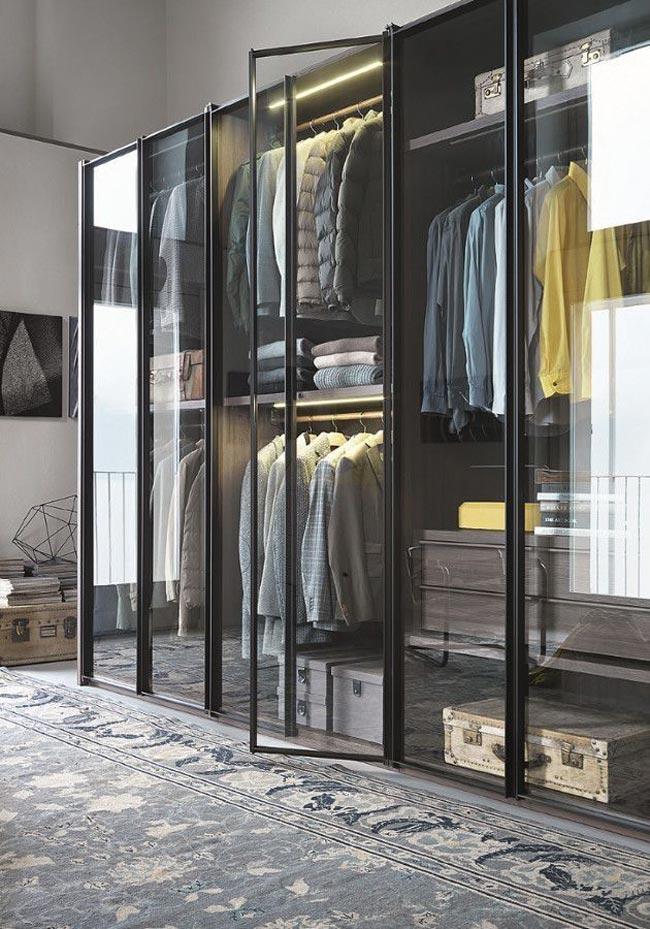 closet with glasses - کلوزت یا اتاق مخصوص لباس