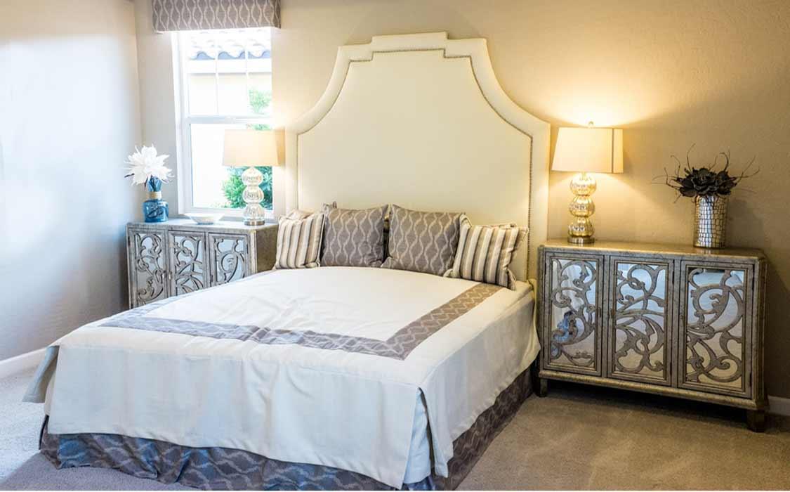 bedroom makeover curtains2 1 - تغییر دکوراسیون اتاق خواب