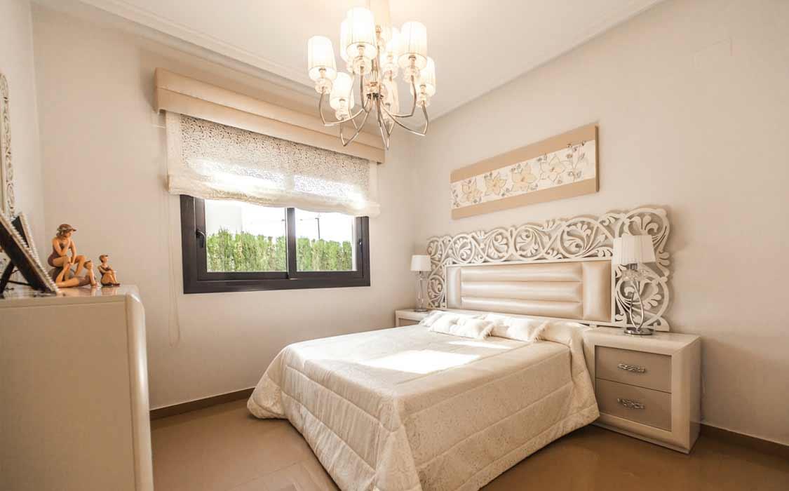 bedroom makeover curtains8 - تغییر دکوراسیون اتاق خواب